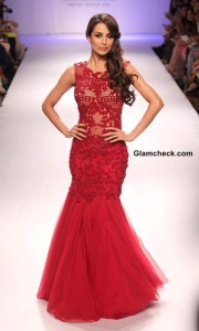 Malaika Arora Khan showcases designs by Sonaakshi Raaj