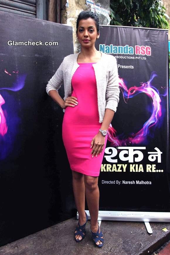 Mugdha Godse in Fuchsia Dress at Ishq Ne Crazy Kiya Re on-location shoot