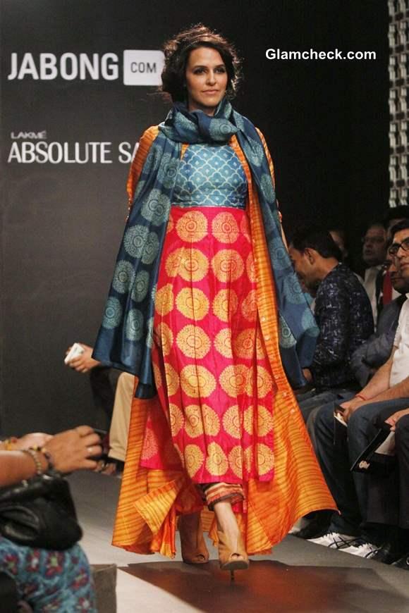 Neha Dhupia Show-stopper for Swati Vijaivargie at LFW Winter-Festive 2014