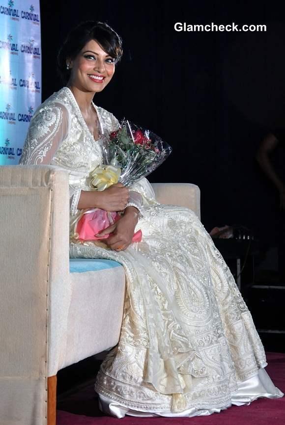 Bipasha Basu in White Anarkali Suit by Preeti S Kapoor 2014