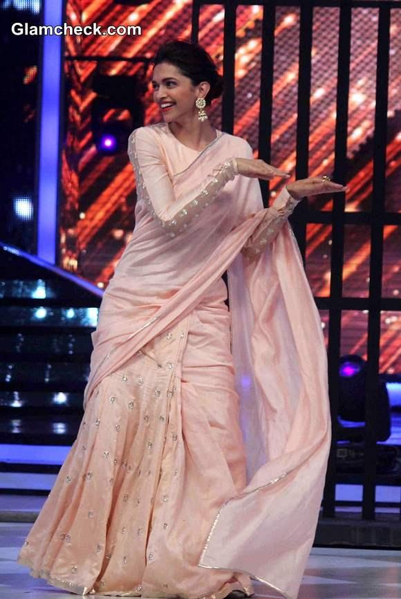 Deepika Padukone in light Peach Saree on Jhalak Dikhhla Jaa Season 7
