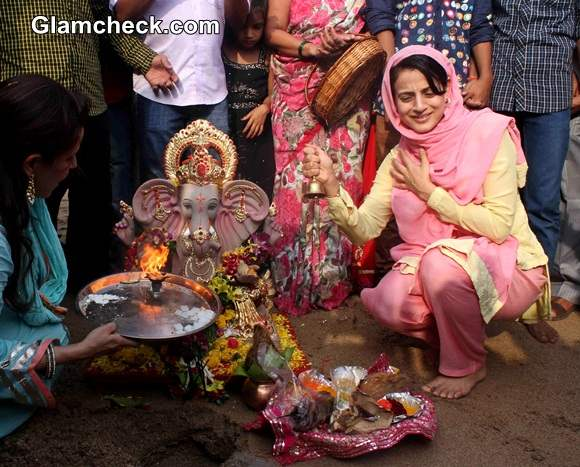 Ganesh Chaturthi 2014 Ameesha Patel