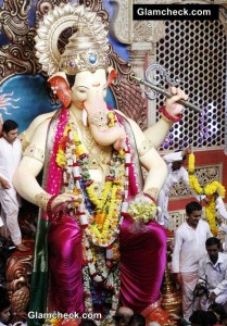 Lalbaugcha Raja 2014 – Bachchans offer prayer