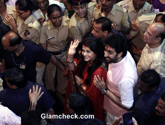 Lalbaugcha Raja 2014 - Aishwarya Rai and Abhishekh Bachchan