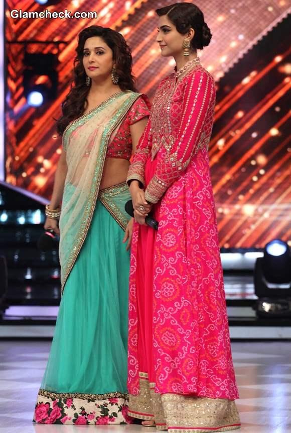 Madhuri and Sonam On the sets of Jhalak Dikhla Jaa during Khoobsurat Promotions