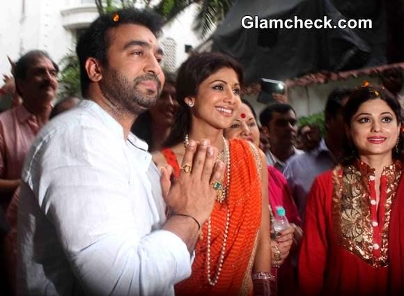 Shilpa Shetty along with husband Raj Kundra and family