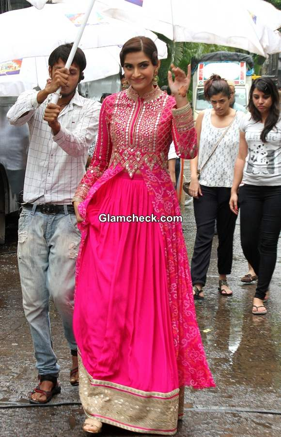 Sonam Kapoor 2014 in Pink Outfit Khoobsurat Promotions