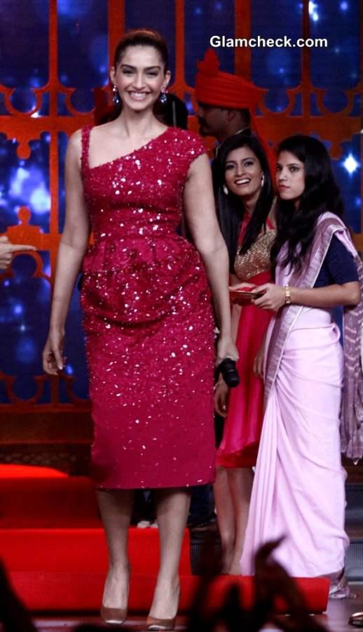 Sonam Kapoor 2014 in red dress