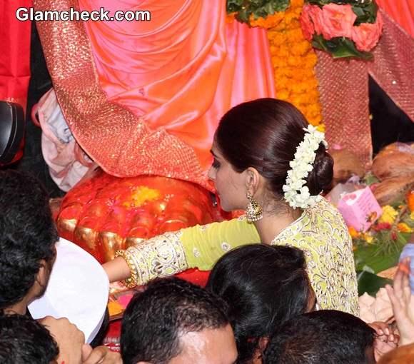 Traditional gajra Hairstyle Sonam Kapoor at Lalbaugcha Raja 2014