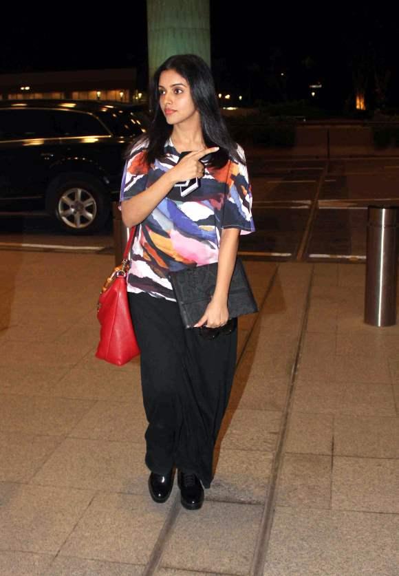Asin Thottumkal at Mumbai airport