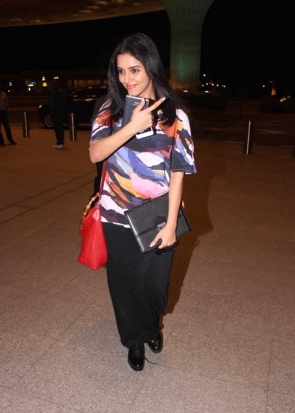 Asin Thottumkal spotted at Mumbai airport