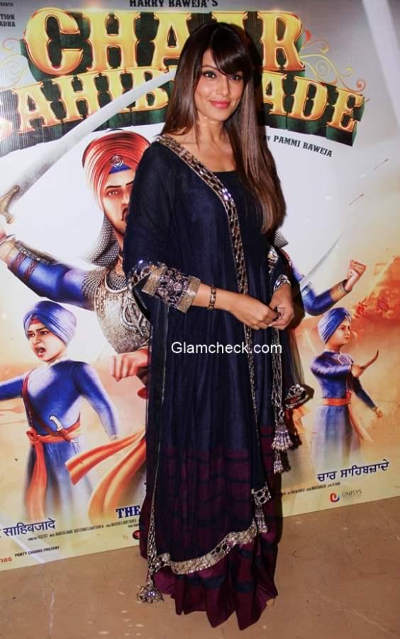 Bipasha Basu in Manish Malhotra at trailer launch of Chaar Sahibzaade