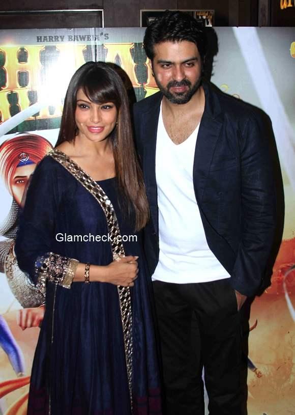 Bipasha Basu with Harman Baweja pics