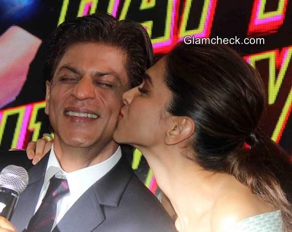 Deepika Padukone kisses Sharukh Khan