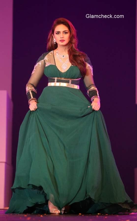 Huma Qureshi as showstopper for Karan Malhotra at the IBJA fashion show 2014