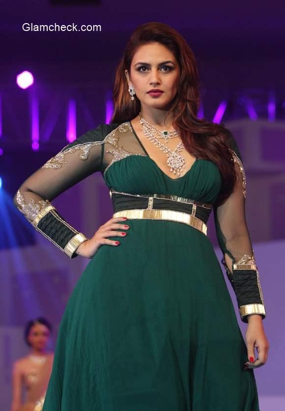 Huma as showstopper for Karan Malhotra at the IBJA fashion show 2014