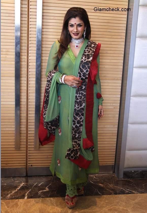 Raveena Tandon inaugurates Zaira Diamond showroom in Ahmedabad