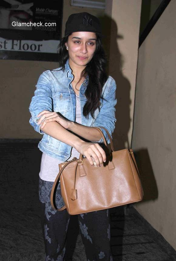 Shraddha Kapoor spotted without makeup at PVR theatre