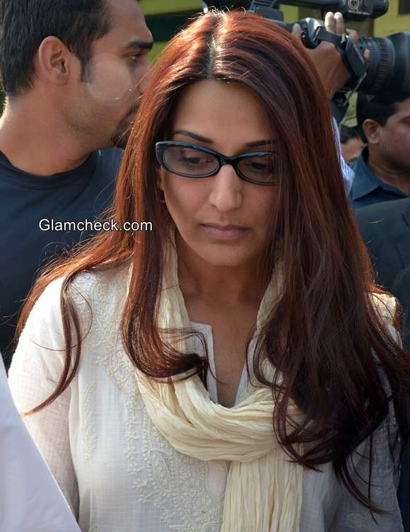 Sonali Bendre at a district court for the hearing of Black Buck case in Jodhpur
