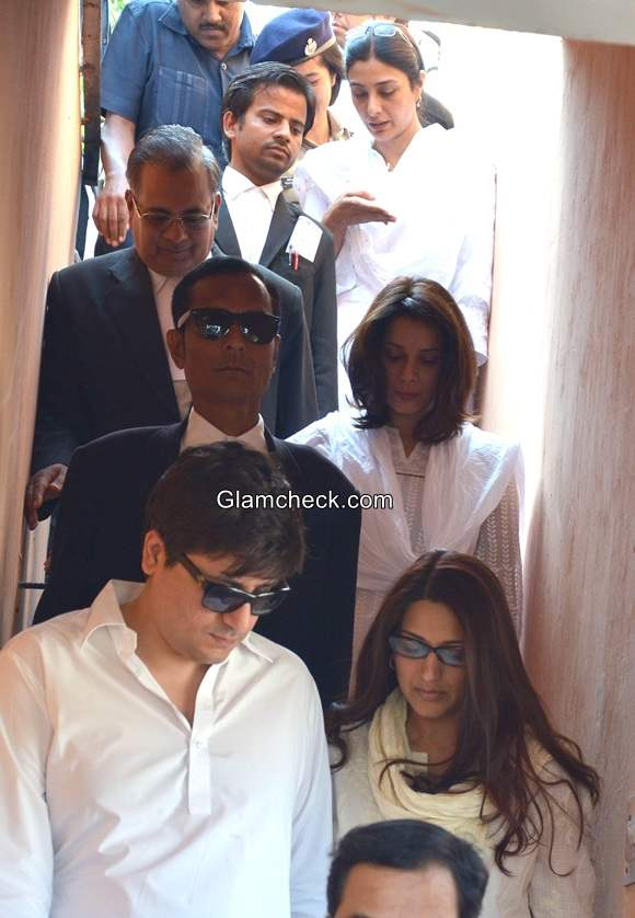 Tabu Neelam and Sonali Bendre at a district court for the hearing of Black Buck case in Jodhpur