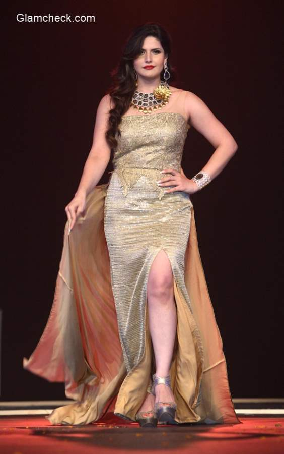 Zarine Khan walks the ramp in Amy Billimoria outfit and jewelleries by S K Jewellers