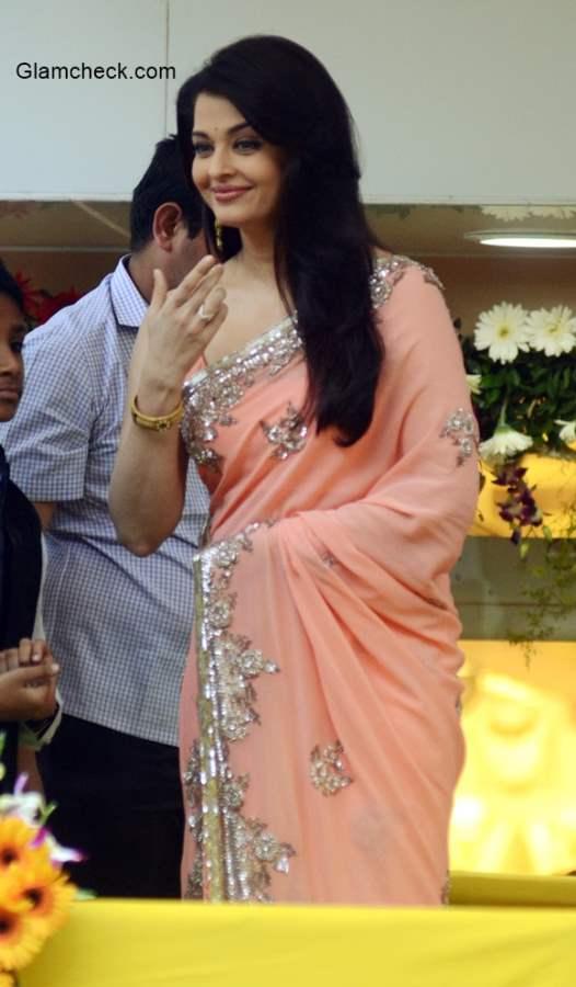 Aishwarya Rai Bachchan inaugurates the new branch of Kalyan Jewellers