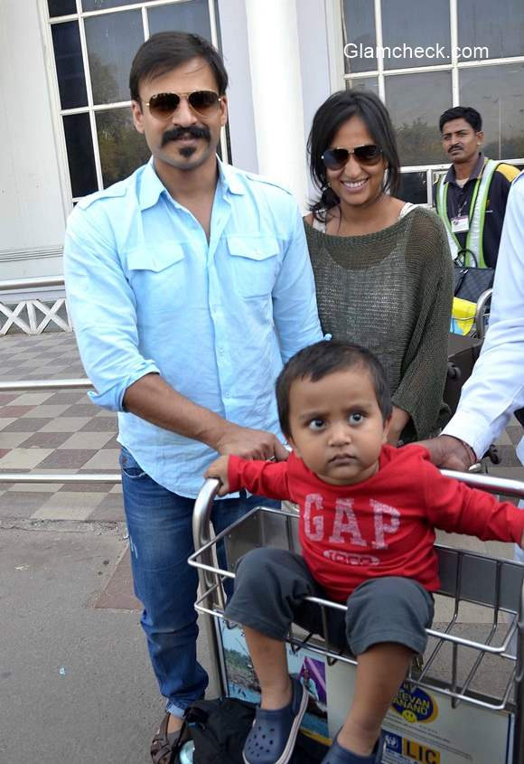 Celeb Spotted - Vivek Oberoi with his family at Jodhpur Airport