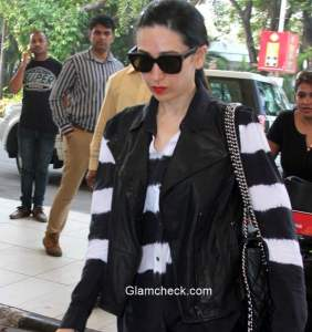Celeb Spotting – Karisma Kapoor at Mumbai Airport