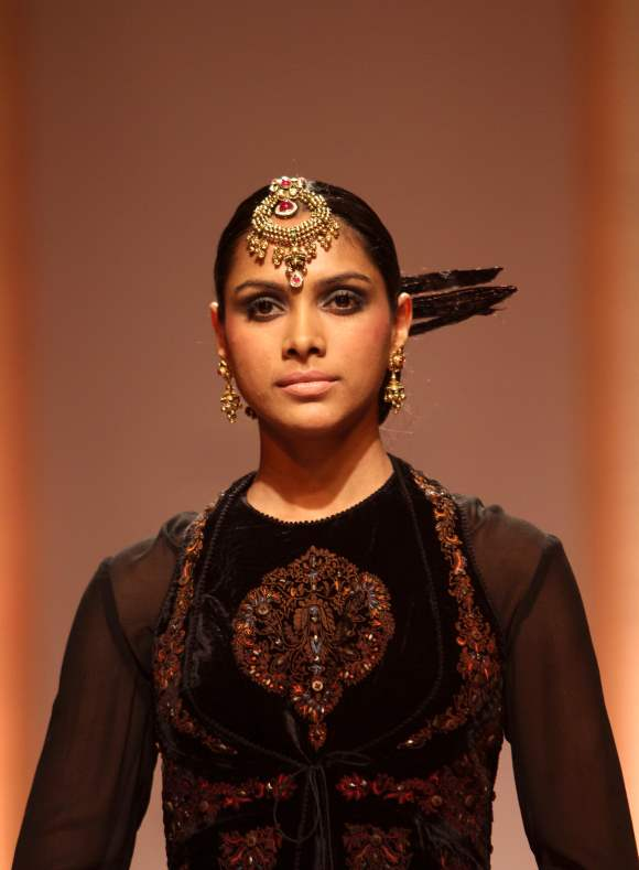Maang Tika Head Jewelry Azva gold during IIBFW 2013