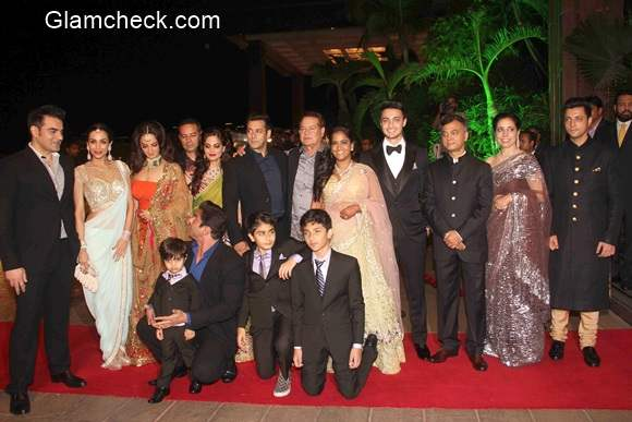 Salman Khan Family Picture at Arpita Khan Aayush Sharma Wedding Reception
