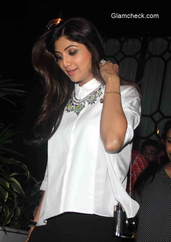 Shilpa Shetty and Raj Kundra spotted outside a restaurant