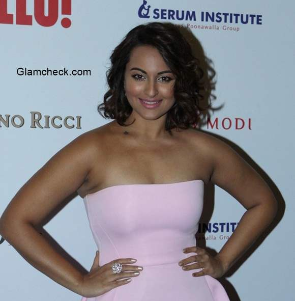 Sonakshi Sinha at the Hello Hall of Fame Awards 2014