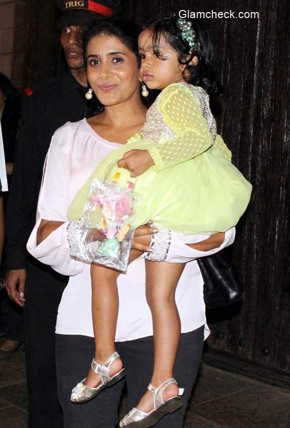 Sonali Kulkarni with her daughter