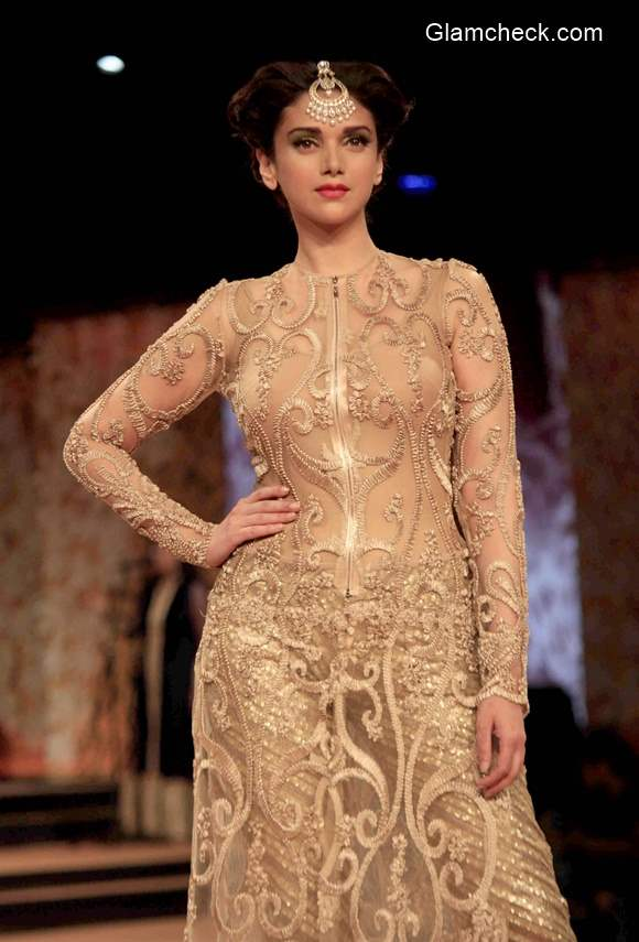 Aditi Rao Hydari Showstopper for Neeta Lulla during Blenders Pride Fashion Tour 2014