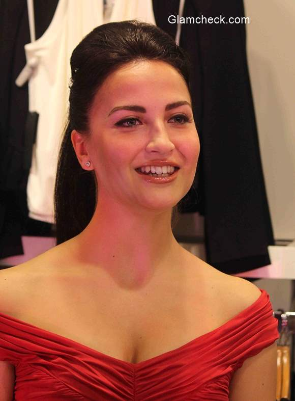 Elli Avram glams up the Sinful Night Out in Mumbai