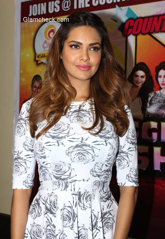 Esha Gupta announces a performance in Bangalore for New Year's Eve