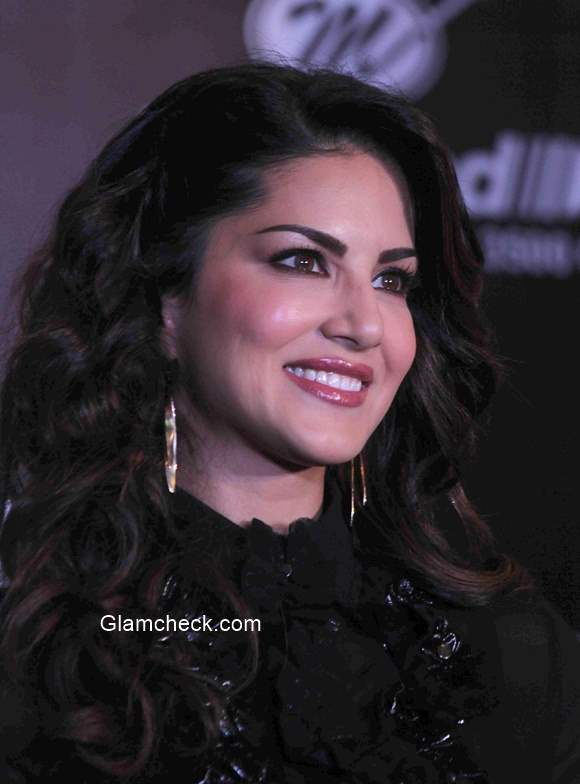 Sunny Leone 2014 at grand finale of Adiction Deo contest