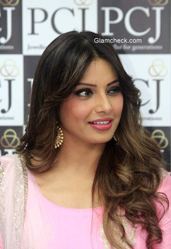 Bipasha Basu S Flawless Makeup And Hair During The