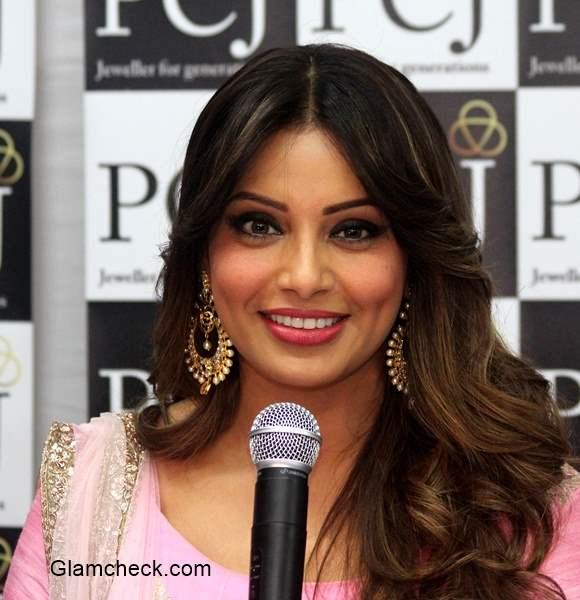 Bipasha Basu 2015 makeup