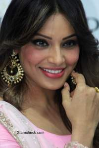 Bipasha Basu's flawless makeup and hair – during the launch of a PC jewelers store