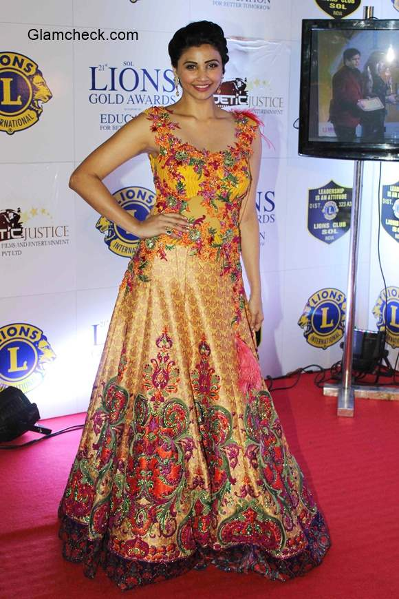 Daisy Shah in Rohit Verma during the Lions Gold Awards 2015