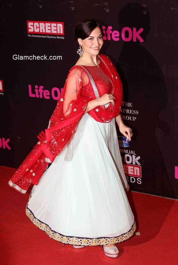 Elli Avram goes desi during the 21st Annual Life OK Screen Awards