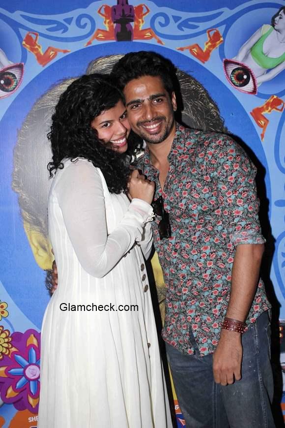 Gulshan Devaiya and Veera Saxena in film Hunterrr