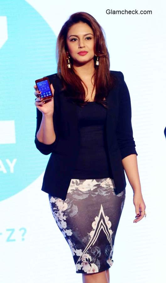 Huma Qureshi at Samsung Z1 Launch in India
