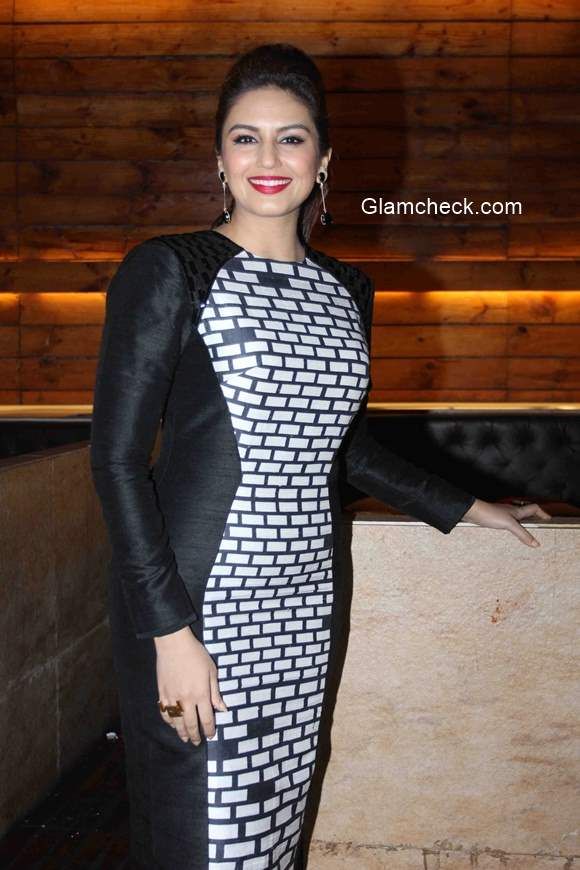 Huma Qureshi launches Cine Blitz magazine January 2015