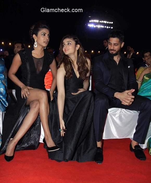 Priyanka Chopra and Alia Bhatt at the Big Star Entertainment Awards 2014