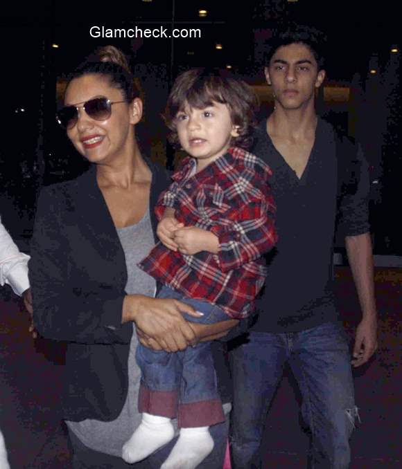 Shahrukh Khan Spotted With Family At Mumbai Airport
