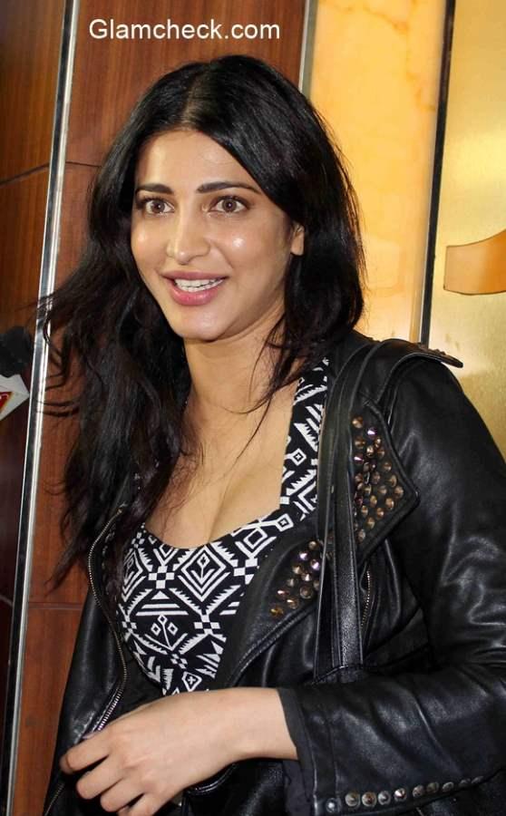 Shruti Haasan spotted at a theater in Mumbai