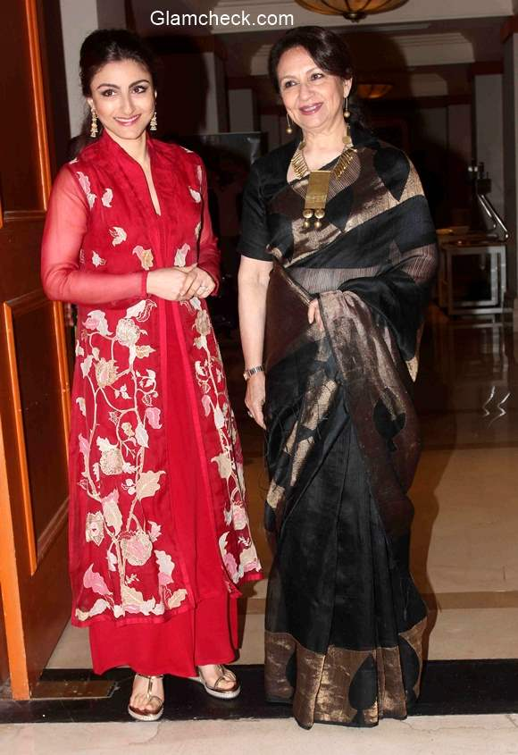 Soha Ali Khan and Sharmila Tagore during the felicitation ceremony of Clinic Plus scholarship programme