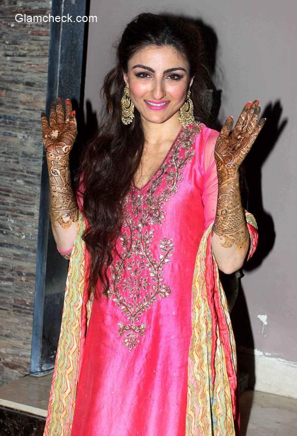 Soha Ali Khan In Ritu Kumar For Her Mehendi Ceremony